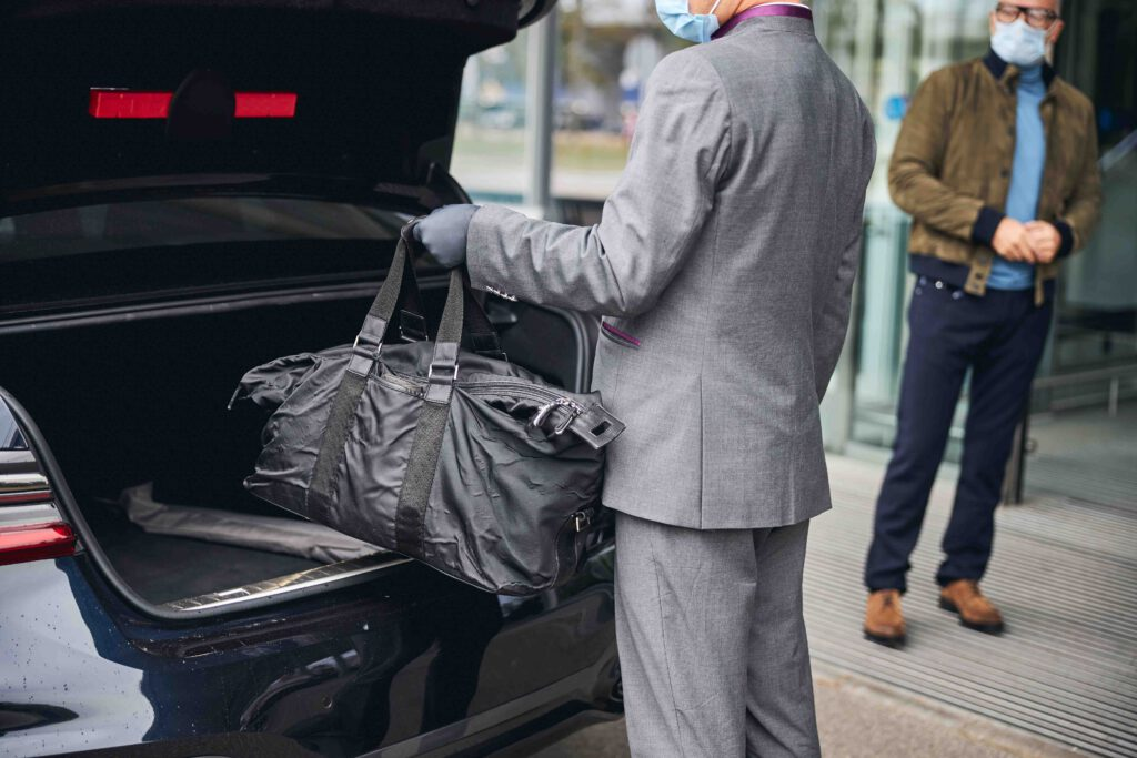 Airport Transfer Bad Kreuznach lugage into cars